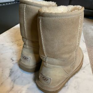 Tan ugg boots size 9
